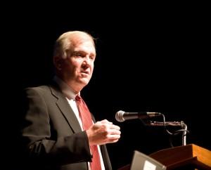 John Douglas a créé et dirige le Programme de profilage criminel du FBI
